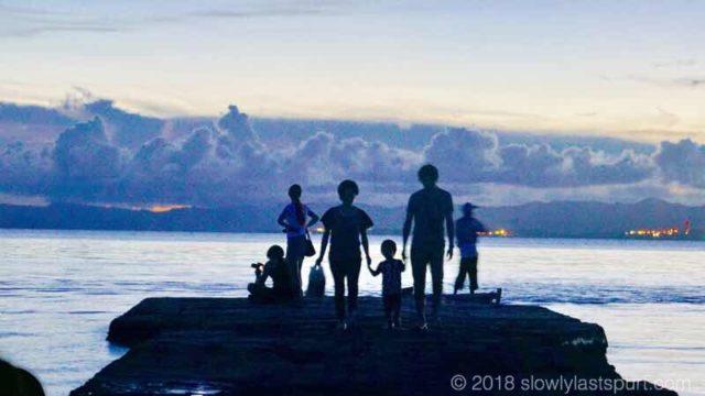 西桟橋 夕暮れ 家族