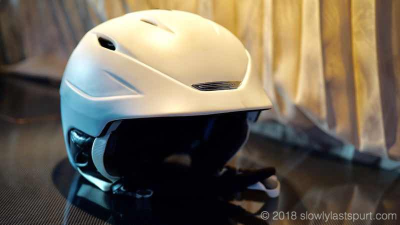 スノーボードヘルメット