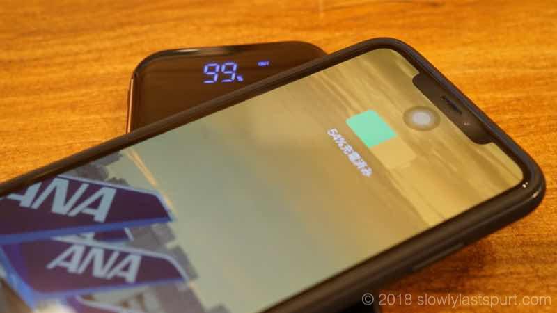 HOKONUI モバイルバッテリー Qi ワイヤレス充電 ケーブル内蔵 10000mAh 大容量 LED残量表示 無線充電器 ライトニング/microUSB/type-Cコネクタ付 USBポート スマホ 充電器 四台同時充電でき 軽量 薄型 運び便利 置くだけ充電 iphone/ipad/Android対応 (ブラック)