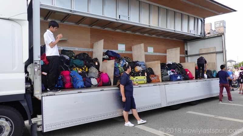 ツールドのと 荷物を運ぶトラック
